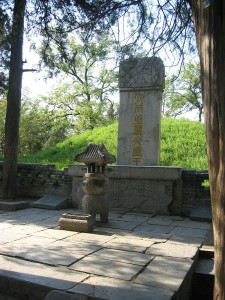 800px-Confuciustombqufu